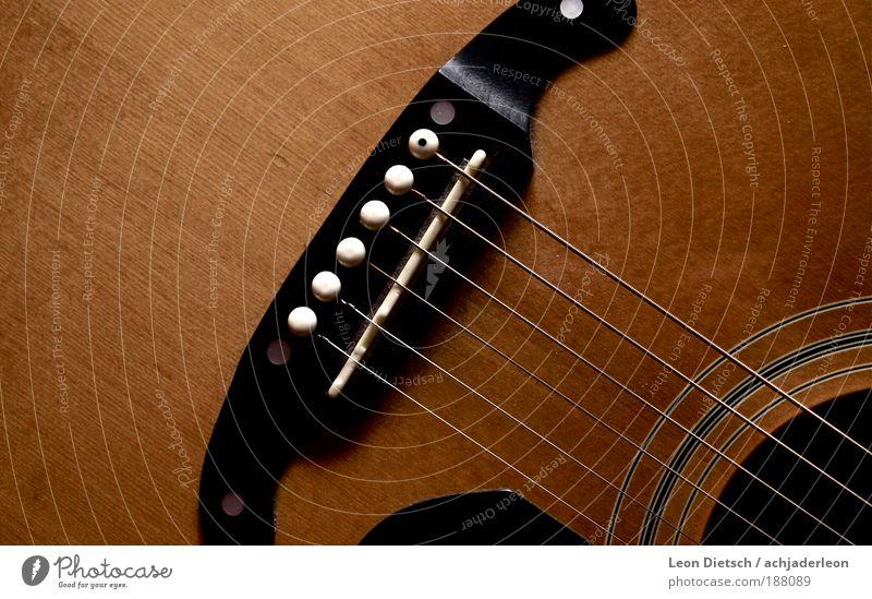 lagerfeuerbräune alt schwarz Gefühle Musik braun nah authentisch natürlich Warmherzigkeit Musikinstrument Gitarre