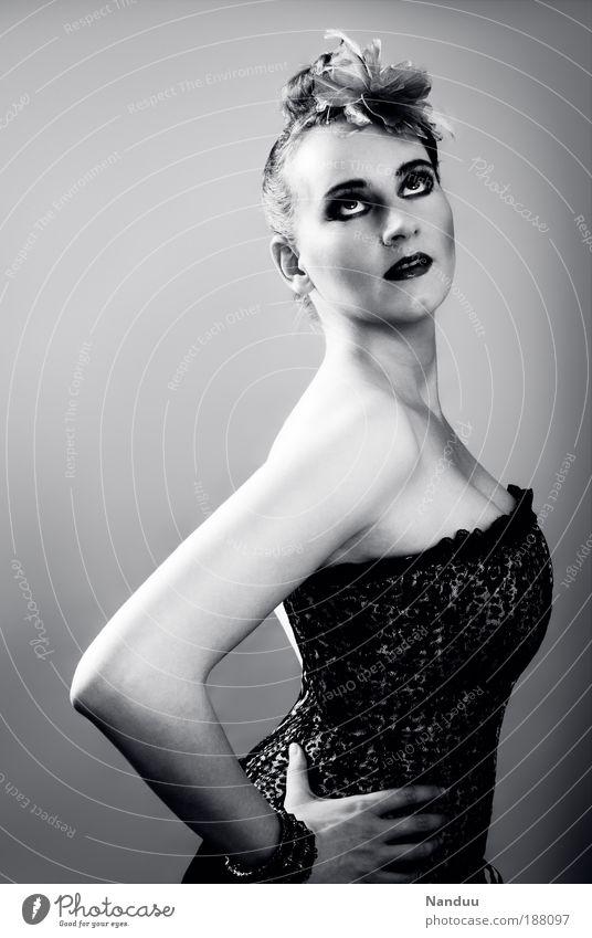 Diva Mensch Jugendliche schön Erwachsene feminin Stil elegant Lifestyle Körperhaltung retro 18-30 Jahre Dame Frau Porträt Junge Frau Kurve