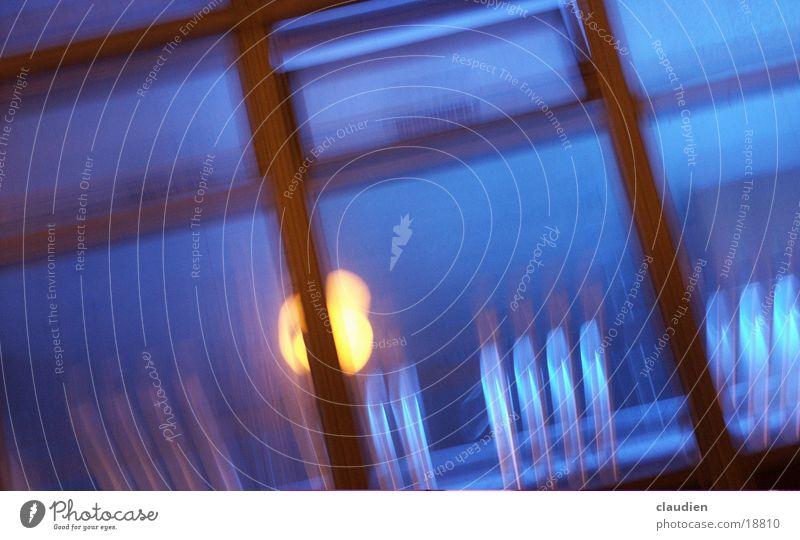 blue window Fenster Unschärfe Lampe Licht Fototechnik blau lanzeitbelichtung verwacklung light yelloq