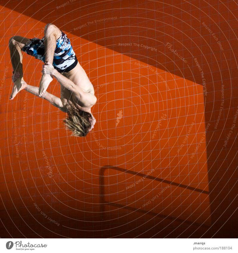 Hals über Kopf Mensch Jugendliche Wasser Freude Sport Leben Wand springen Stil Farbfoto Mauer Blitzlichtaufnahme Aktion orange Gesundheit Körper