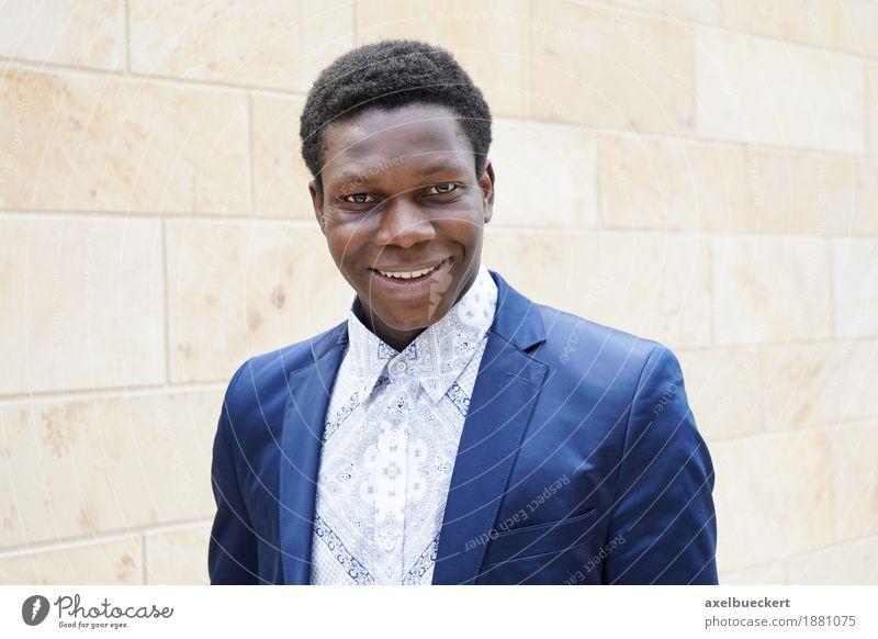 junger Mann afrikanischer Herkunft Mensch Jugendliche Junger Mann 18-30 Jahre schwarz Erwachsene Lifestyle Stil lachen Glück Business Mode maskulin elegant
