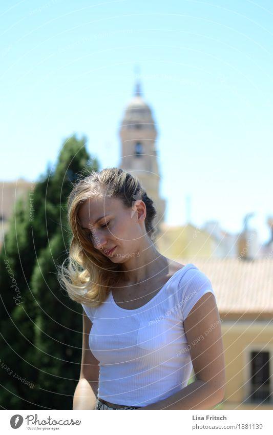 schüttel dein haar Lifestyle schön Haare & Frisuren Sommer Sommerurlaub feminin Junge Frau Jugendliche Körper 18-30 Jahre Erwachsene Wolkenloser Himmel