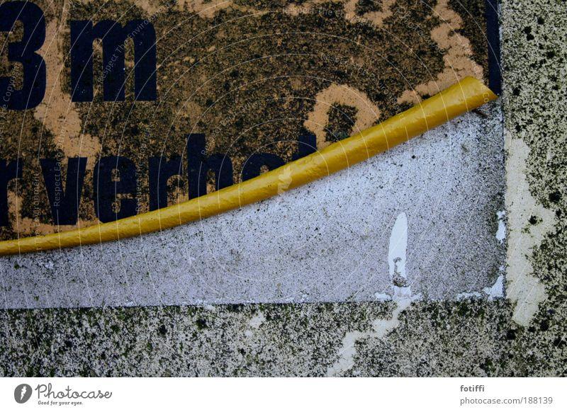 Konservendose alt schwarz Ernährung gelb grau Metall dreckig Umwelt Schilder & Markierungen Industrie Fabrik kaputt Müdigkeit Appetit & Hunger trocken Moos