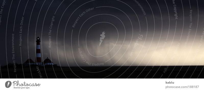 Sturmwarnung Landschaft Wolken Gewitterwolken Unwetter Küste Sehenswürdigkeit Stimmung Bewegung Leuchtturm Westerhever Leuchtturm Gedeckte Farben Außenaufnahme