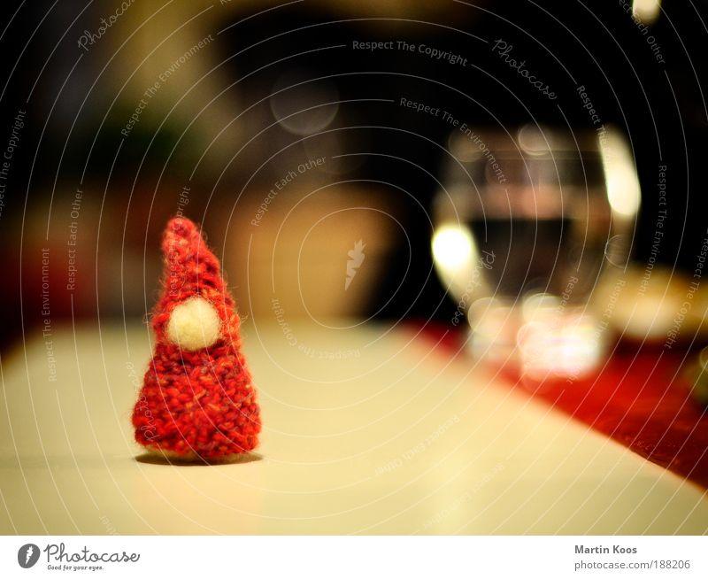 fusselreste vom letzten weihnachtsfeste Puppe klein Zwerg Weihnachtsmann Basteln Kindergarten Dekoration & Verzierung verschönern Weihnachten & Advent Unschärfe