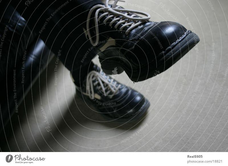 Ruhe1 ruhig Erholung Schuhe Mann Fuß sitzen