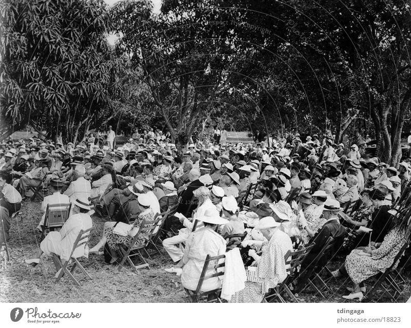 Publikum Menschengruppe alt Hut Außenaufnahme