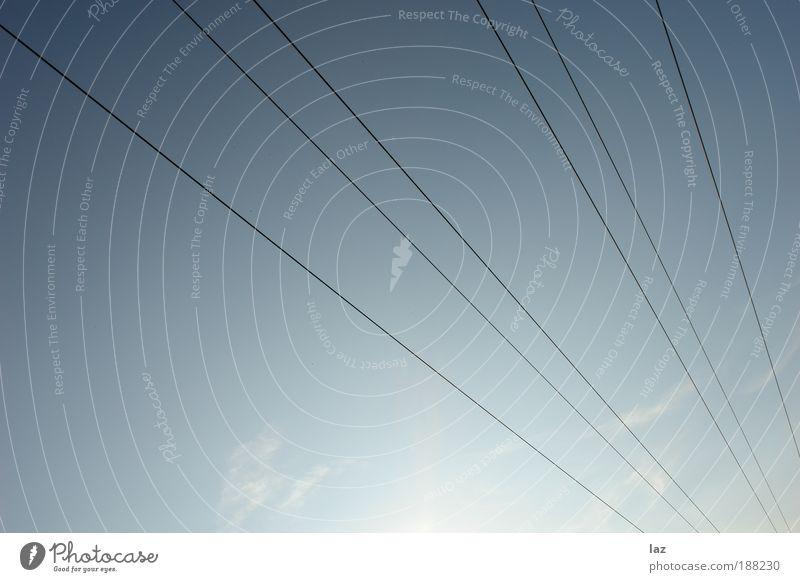 Lines in the sky Leben Erholung Kabel Umwelt Luft Himmel nur Himmel Wolken Sonne Klima Wetter Schönes Wetter Menschenleer Antenne Seilbahn Unendlichkeit hell