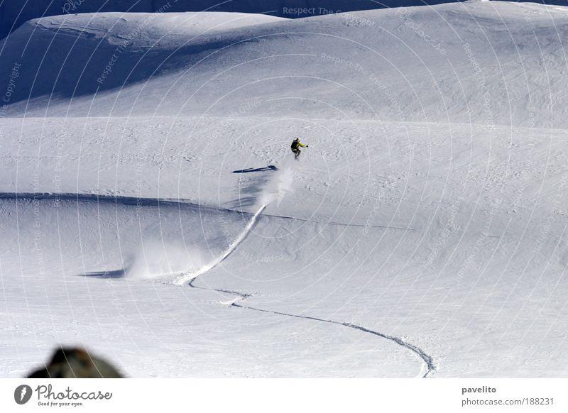 first line Winter Berge u. Gebirge Schnee Beginn Hügel Euphorie Kurve abwärts Schneelandschaft erste Wintersport Snowboarding Schneespur Snowboarder Tiefschnee