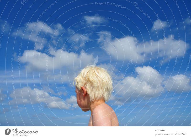 Moment im hier und jetzt Mensch Kind blau Ferne Leben Junge Kopf träumen Kindheit Haut maskulin Außenaufnahme Unendlichkeit Kleinkind 3-8 Jahre