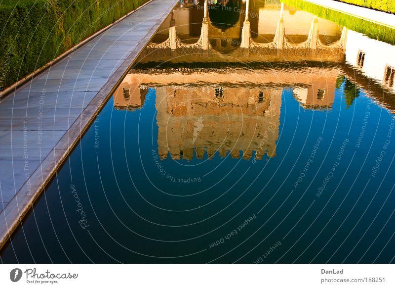 Alhambra Burg oder Schloss Mauer Wand Garten Dach Sehenswürdigkeit schön Wärme blau braun mehrfarbig Farbe Stil Ferien & Urlaub & Reisen Farbfoto Außenaufnahme