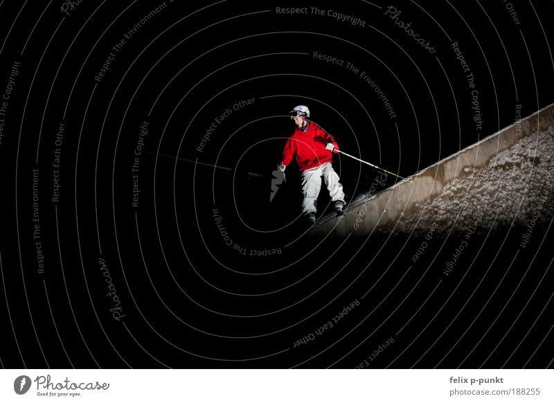 skifahren mal anders I Mensch Jugendliche Mann Junger Mann dunkel Erwachsene Sport Mauer Lifestyle springen maskulin Fitness Neigung Geländer Skifahren Sport-Training