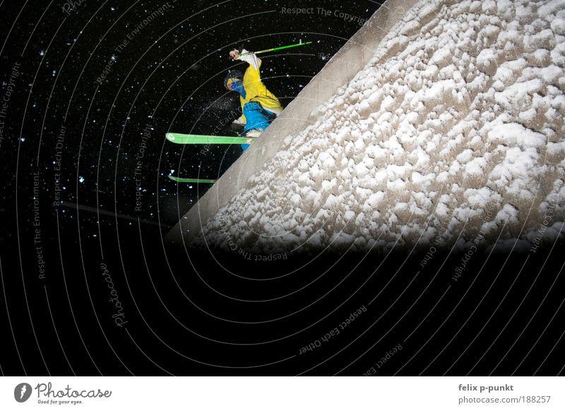 skifahren mal anders III Jugendliche Mann Junger Mann Erwachsene gelb Sport Spielen Lifestyle außergewöhnlich springen maskulin Freizeit & Hobby Erfolg Fitness