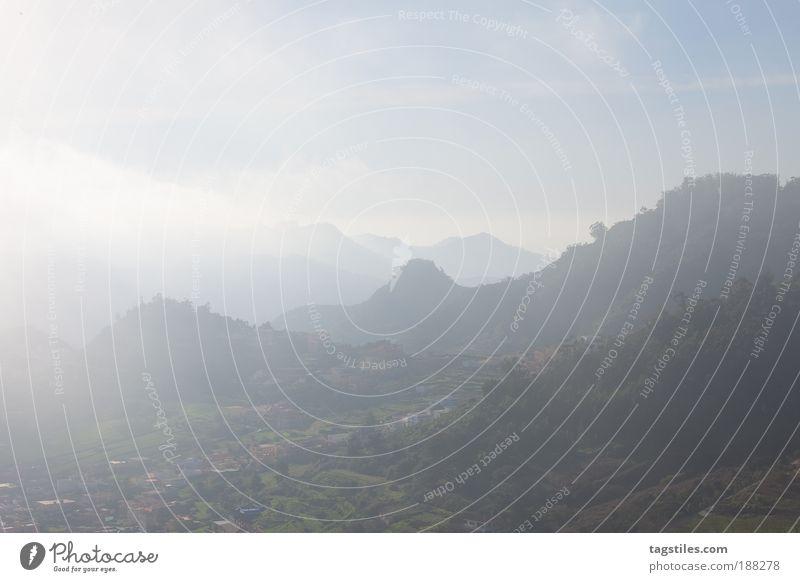 IN DEN WOLKEN VON TENERIFFA Sonne Ferien & Urlaub & Reisen Wolken ruhig Haus Ferne Erholung Berge u. Gebirge Nebel Reisefotografie Gipfel Dorf Aussicht Fernweh Dunst schlechtes Wetter