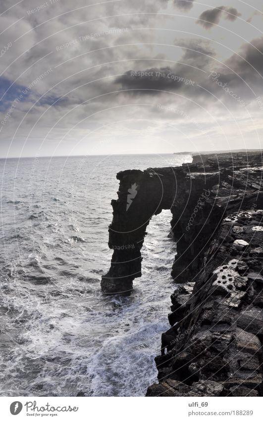 Das Tor am Ende der Welt Natur Wasser Ferien & Urlaub & Reisen Meer Wolken schwarz Ferne Landschaft grau Küste wild Tourismus Insel außergewöhnlich Urelemente