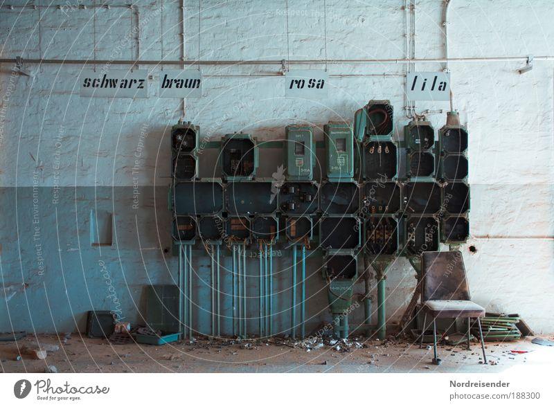 Träume in bunt alt Wand Gebäude Mauer Metall Arbeit & Erwerbstätigkeit Schilder & Markierungen Energie Energiewirtschaft kaputt Industrie bedrohlich Fabrik Zeichen Beruf Vergangenheit