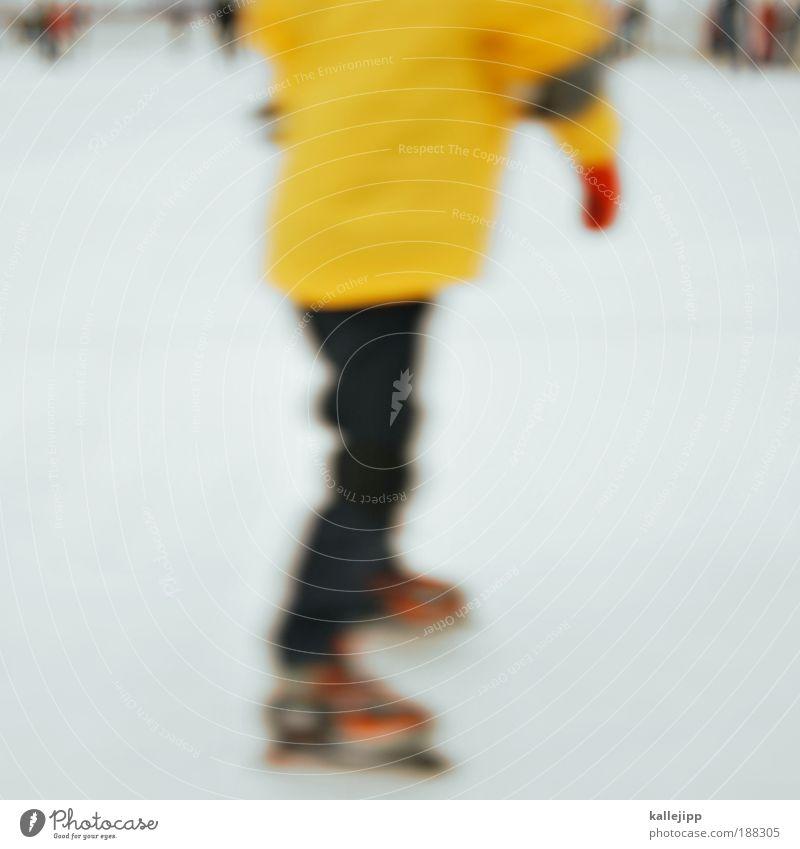 ein glühwein bitte ... Lifestyle Freizeit & Hobby Sport Sportstätten Stadion Mensch Rücken Hand Finger Gesäß Beine Fuß 1 Menschengruppe Winter Eis Frost Schnee