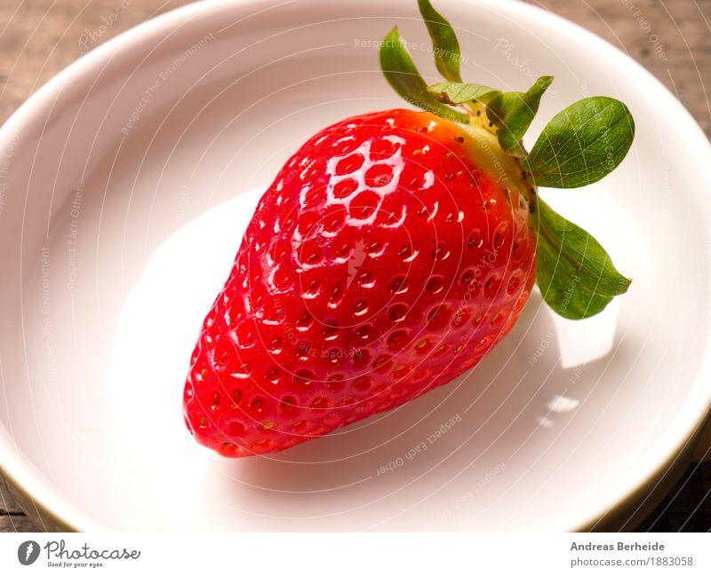Erdbeere Lebensmittel Frucht Frühstück Bioprodukte Schalen & Schüsseln Natur Diät süß Top view strawberry wood Hintergrundbild fruit red food leaf white fresh