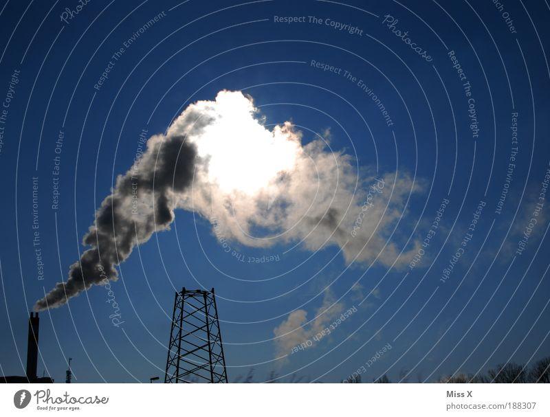 Industrie Himmel Sonne Umwelt dreckig Energie groß Energiewirtschaft Klima Zukunft bedrohlich Fabrik Gebäude Rauch Stress Schornstein