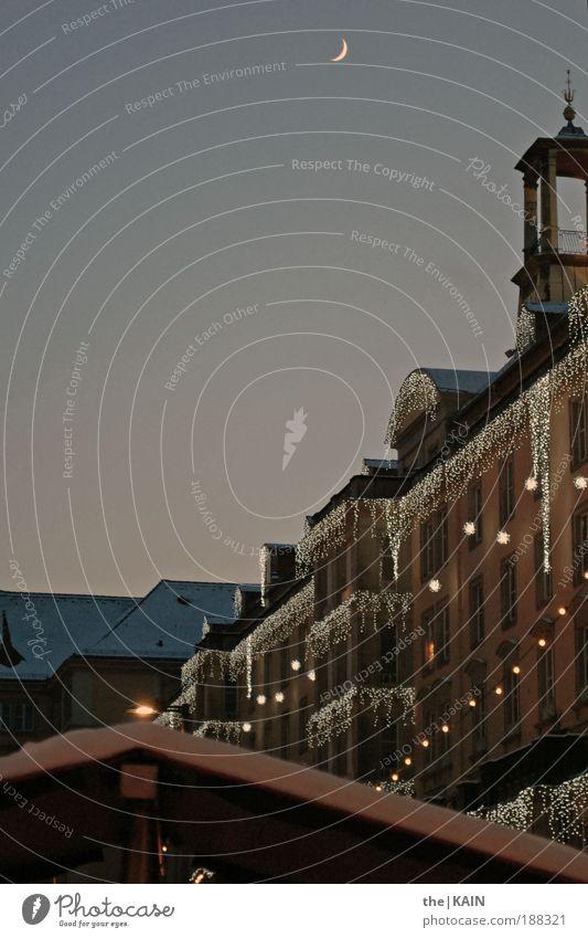 Heiligabend wars! Himmel blau weiß Stadt Winter Haus gelb Schnee Fenster Architektur grau Gebäude Luft gold Stern Dach
