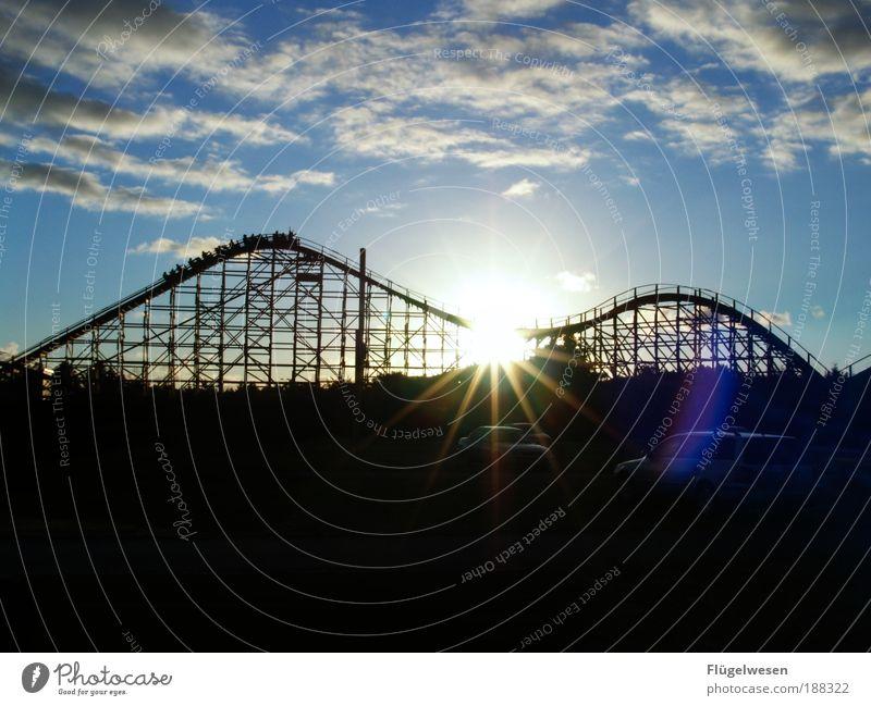 In den Sonnenuntergang hinein fahren Sommer Freizeit & Hobby Gleise Mut schreien Sommerurlaub Jahrmarkt Ferien & Urlaub & Reisen Sorge Parkplatz Begeisterung