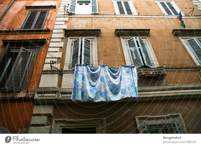 Waschtag alt weiß Stadt Haus Wand Fenster Traurigkeit Mauer Gebäude Architektur Tür elegant Fassade Italien Bauwerk