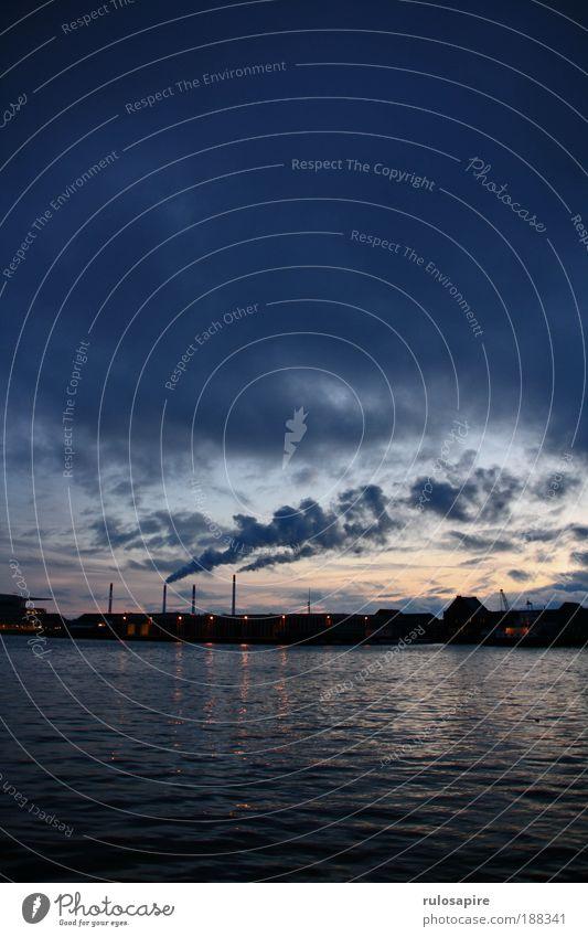 early morning #2 Wasser Himmel blau Winter schwarz Wolken Luft dreckig Industrie Energiewirtschaft Klima Hafen Skyline Ostsee Stadt