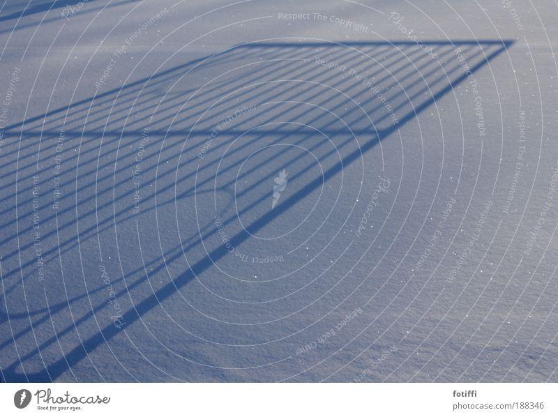 [°IIIo] - wer trifft? weiß Sonne Winter Umwelt kalt Schnee Spielen Metall Linie glänzend Erfolg rund Ball Stahl Tor Gitter