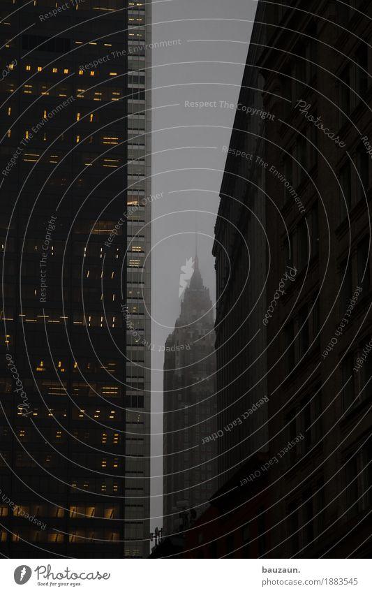 dunkel in nyc. Himmel Klima Wetter schlechtes Wetter Nebel New York City USA Stadt Stadtzentrum Haus Hochhaus Bankgebäude Bauwerk Gebäude Architektur Mauer Wand