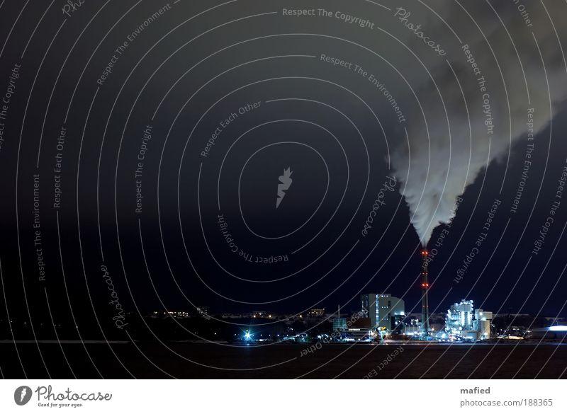 Heizperiode weiß blau schwarz Wolken Eis Energiewirtschaft Frost Klima Nachthimmel silber Industrieanlage Klimawandel Produktion Stromkraftwerke Kohlekraftwerk