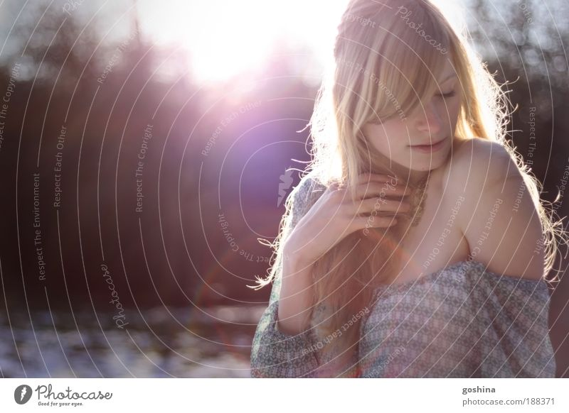 Schneekönigin Mensch Jugendliche schön Winter ruhig Erotik Leben Schnee feminin Park Eis blond Erwachsene ästhetisch Frost