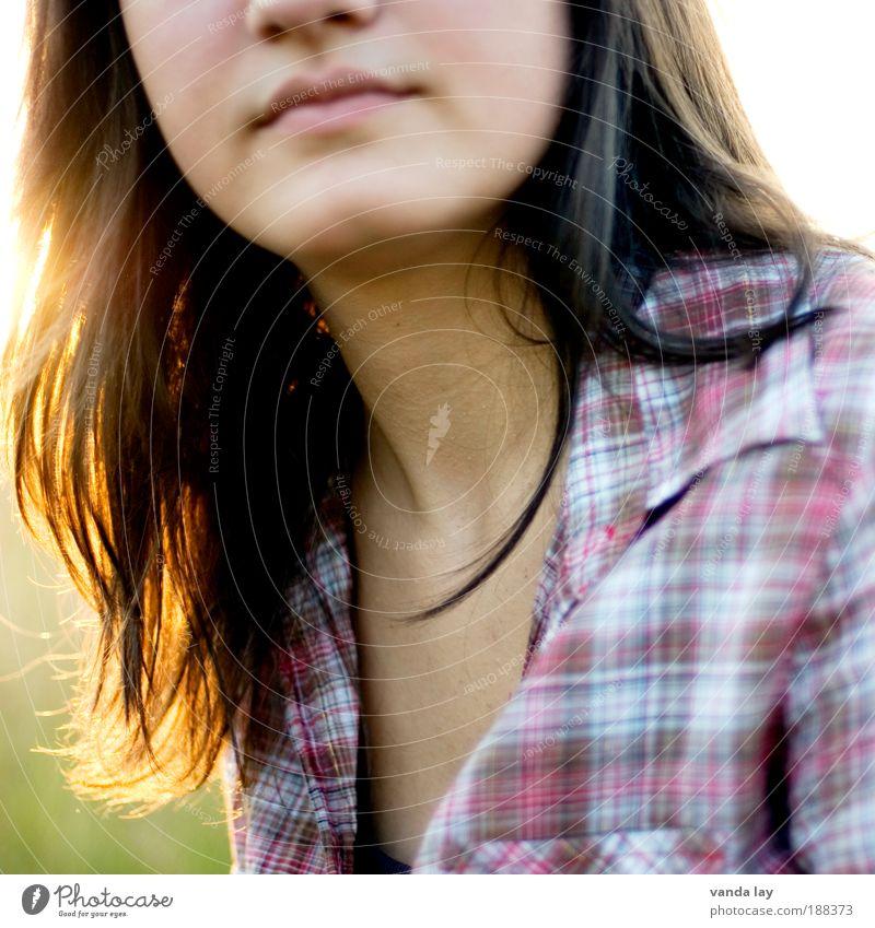 Gegenlicht Frau Mensch Jugendliche schön Erwachsene Gesicht feminin Leben Haare & Frisuren Glück Zufriedenheit Mund Haut Nase natürlich