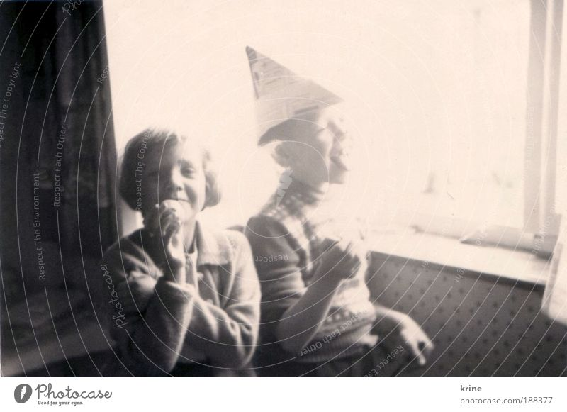 Alberei Mensch Kind Jugendliche Sonne Freude Spielen Freiheit Glück lachen hell lustig Essen Kindheit Zusammensein Wohnung natürlich