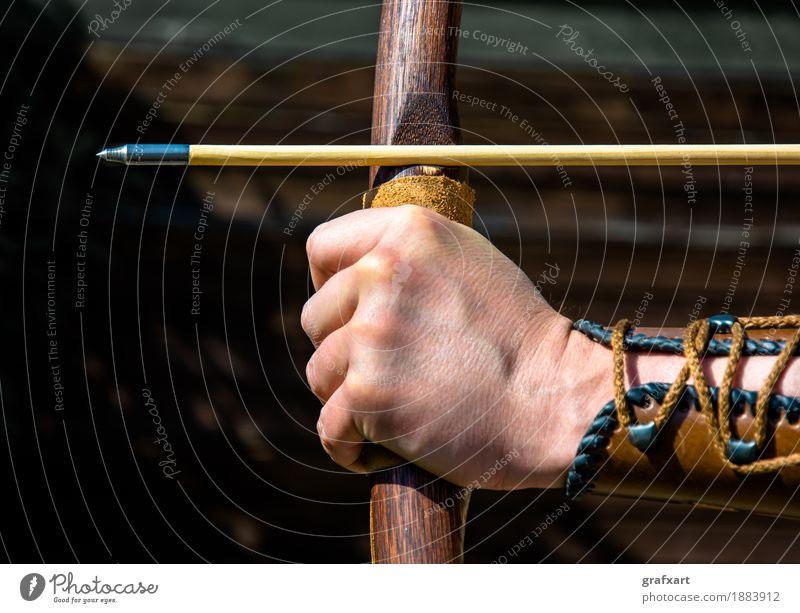 Zielen beim Bogenschießen Bogensport Pfeile Konzentration Präzision Kontrolle Sportbogen talentiert Brennpunkt Freizeit & Hobby Risiko Genauigkeit Hand