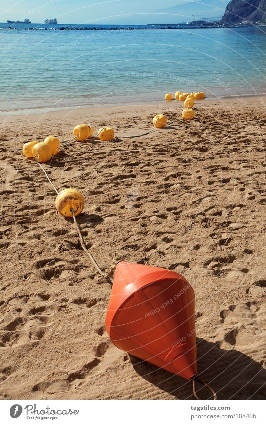 B - B - BB - BBB - BBB-B B-BB - B-BOJE Wasser Sonne Meer Sommer Strand Ferien & Urlaub & Reisen Farbe Erholung Farbstoff Sand Linie Insel Grenze Atlantik