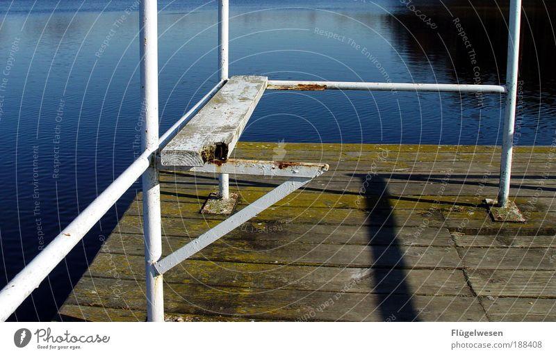 Still und starr ruht der See... Strand Meer Winter Seeufer Holz Metall Wasser Coolness kalt Vertrauen schön Hoffnung Horizont Idylle Steg Wasserfahrzeug