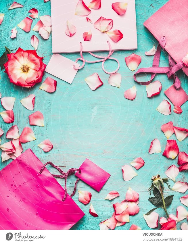 Rosa Papier Tragetaschen und Blumen auf türkis Hintergrund Sommer Blatt Freude Blüte Liebe Hintergrundbild Stil Mode Party Feste & Feiern Design rosa
