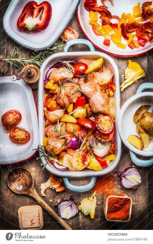Hähnchen mit buntem Gemüse und roten süßen Paprika Lebensmittel Fleisch Kräuter & Gewürze Öl Ernährung Mittagessen Abendessen Festessen Bioprodukte Diät