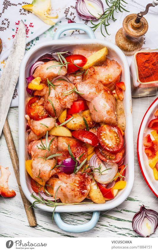 Huhn mit buntem Gemüse und Paprikapulver in Auflaufform Gesunde Ernährung Foodfotografie Leben Gesundheit Stil Lebensmittel Design Häusliches Leben Tisch