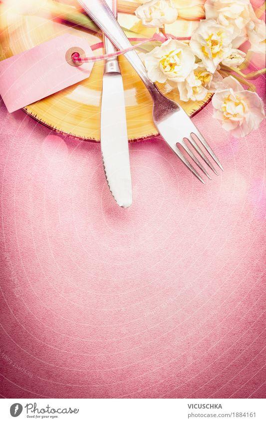 Tischdekoration mit Besteck und Frühlingsblumen Festessen Geschirr elegant Stil Design Sommer Häusliches Leben Wohnung Dekoration & Verzierung Party