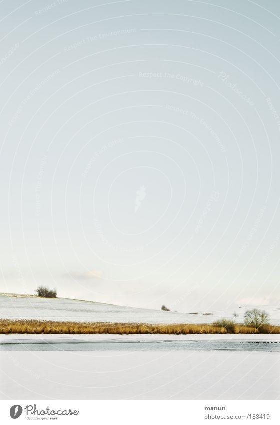 Ruh'gebiet Erholung ruhig Meditation Natur Landschaft Wasser Himmel Winter Schönes Wetter Eis Frost Schnee Hügel Seeufer hell Einsamkeit Horizont Idylle kalt
