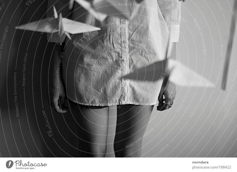 Jugendliche Einsamkeit Frau Beine Erwachsene Design Spielzeug Hemd Ring Idee Shorts Junge Frau Textilien Origami 18-30 Jahre