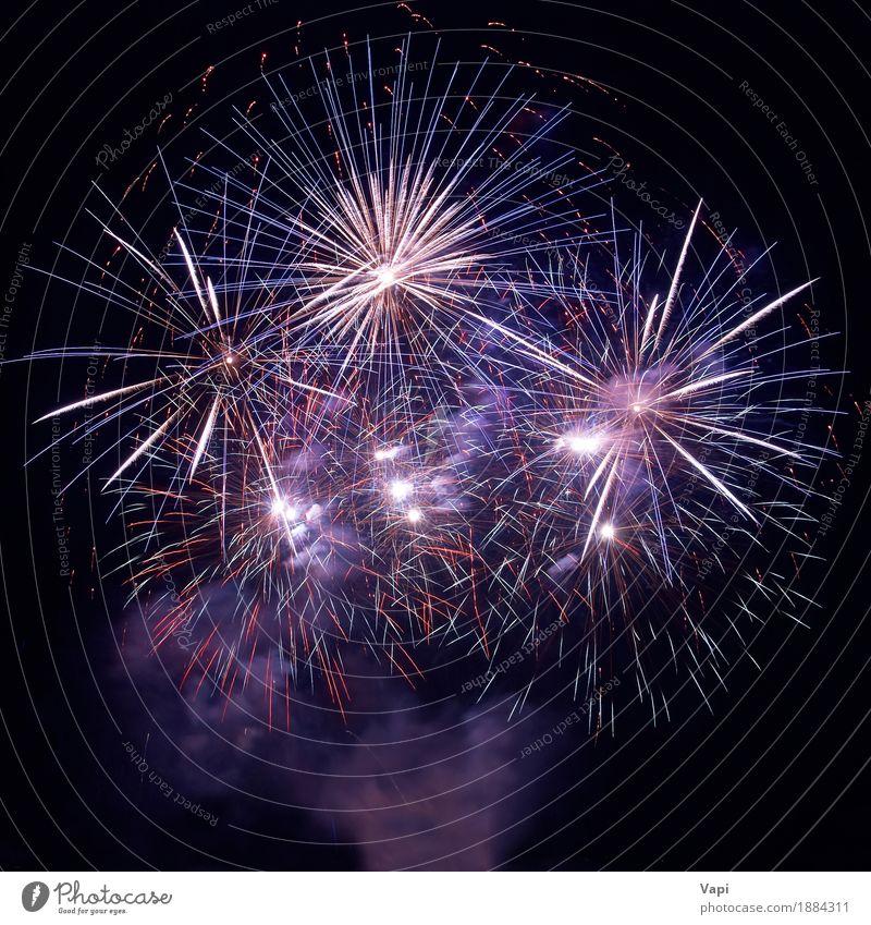 Schöne Feuerwerke auf dem schwarzen Himmel blau Weihnachten & Advent Farbe weiß rot Freude dunkel gelb Kunst Freiheit Feste & Feiern Party orange rosa