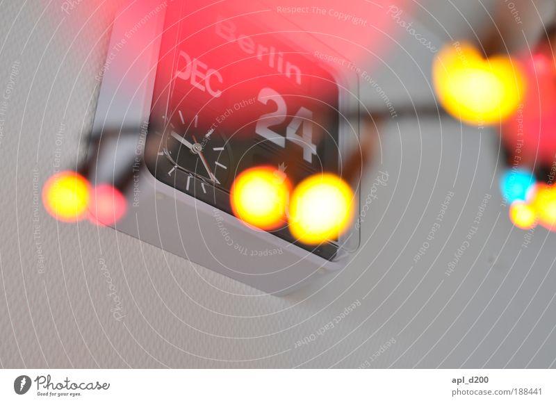 Zu spät Weihnachten & Advent schön weiß rot Freude Winter schwarz gelb Bewegung Glück Feste & Feiern Fröhlichkeit Dekoration & Verzierung Häusliches Leben Innenarchitektur