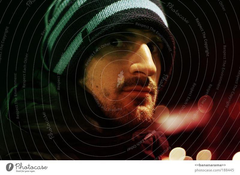 scare me Mensch Mann Jugendliche Erwachsene Gesicht Auge Farbe Haare & Frisuren Angst maskulin Nase bedrohlich Porträt 18-30 Jahre Jacke Mütze