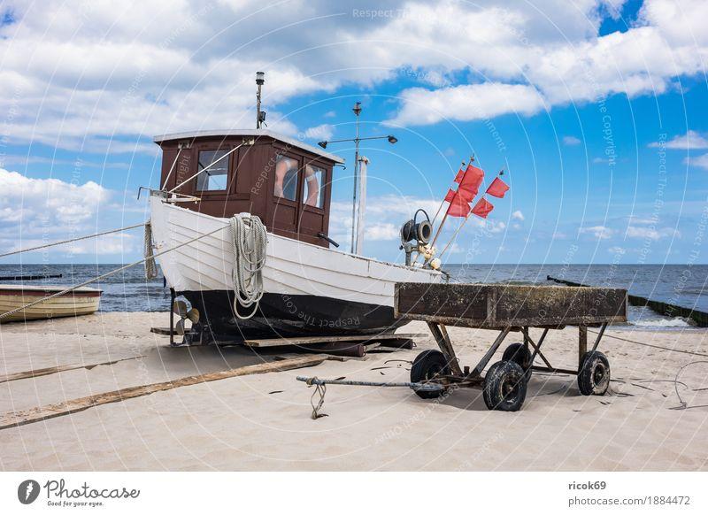 Ein Fischerboot in Koserow auf der Insel Usedom Erholung Ferien & Urlaub & Reisen Tourismus Strand Meer Natur Landschaft Sand Wasser Wolken Küste Ostsee