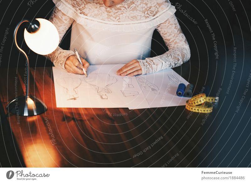 Modedesign. Lifestyle elegant Stil feminin Junge Frau Jugendliche Erwachsene 1 Mensch 18-30 Jahre 30-45 Jahre Designer zeichnen planen Entwurf Damenmode