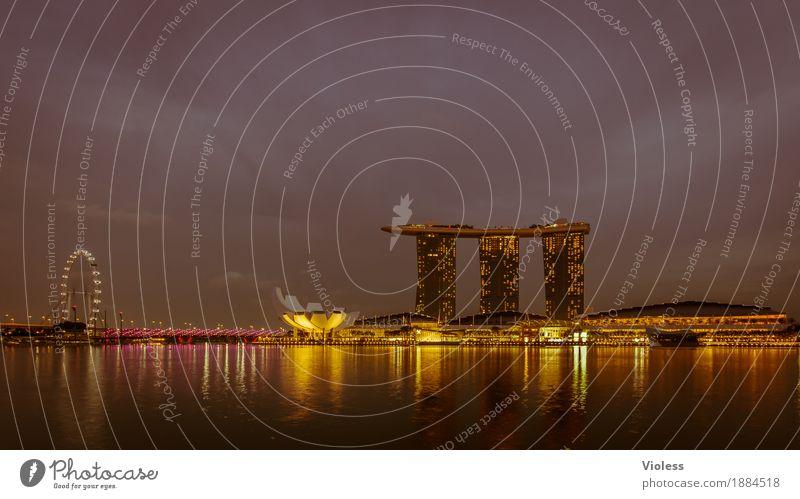 Skyline Hauptstadt Hochhaus Hotel Turm Bauwerk Gebäude Architektur Sehenswürdigkeit glänzend Beleuchtung leuchten Lampe Kitsch Singapore Nachtaufnahme