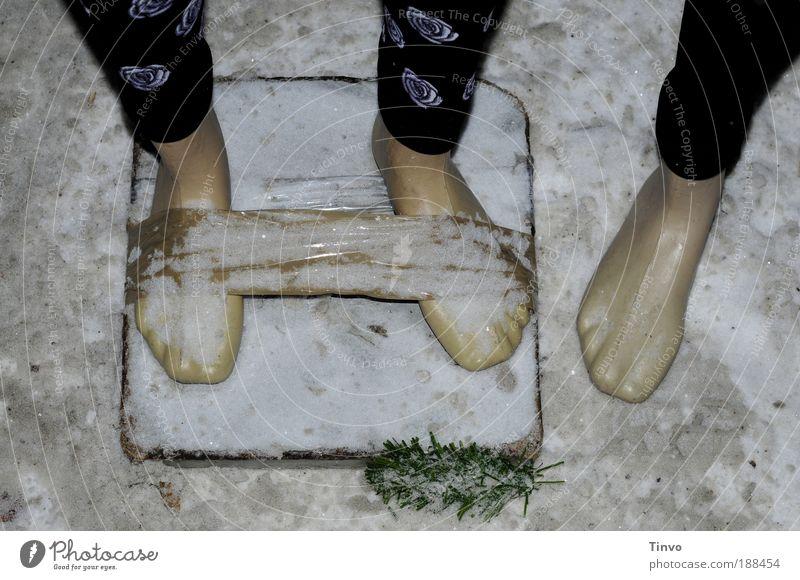 bestellt und nicht abgeholt Winter schwarz kalt Schnee Fuß Eis Bekleidung Frost Mensch außergewöhnlich Kunststoff Verpackung Urelemente Barfuß Paket