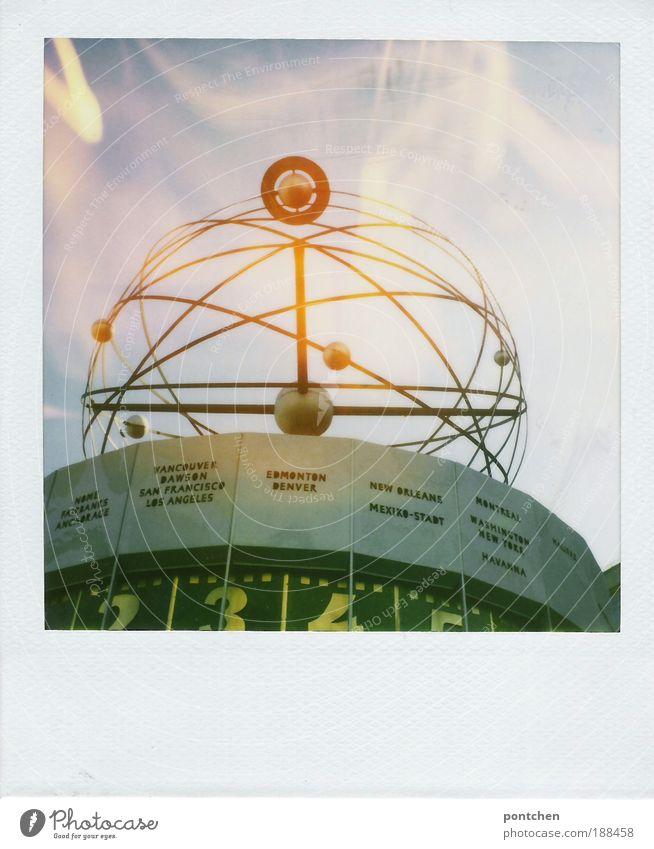 Polaroid zeigt die Weltzeituhr in berlin. Ferien & Urlaub & Reisen Tourismus Ausflug Sightseeing Städtereise Sehenswürdigkeit Kunst Künstler Hauptstadt